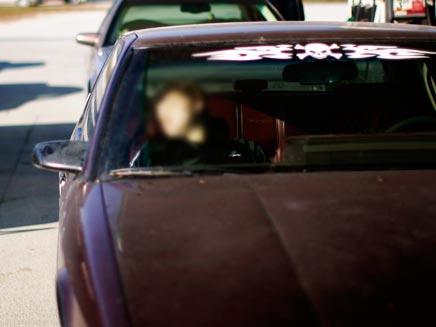 ישן במכונית (צילום: רויטרס)