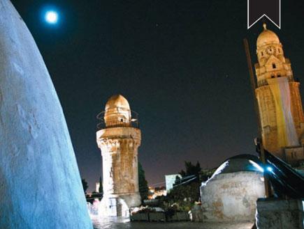 ירושלים לילית - צריח המסגד מעל קבר דוד (צילום: יותם יעקובסון, גלובס)