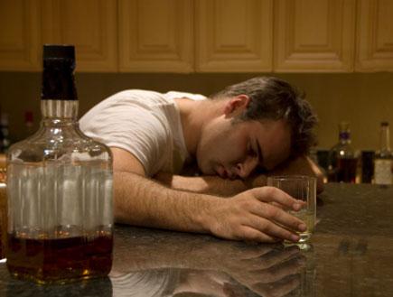 שיכור (צילום: petdcat, Istock)