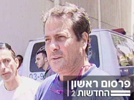 דודו טופז מחוץ לבית החולים וולפסון (צילום: חדשות 2)