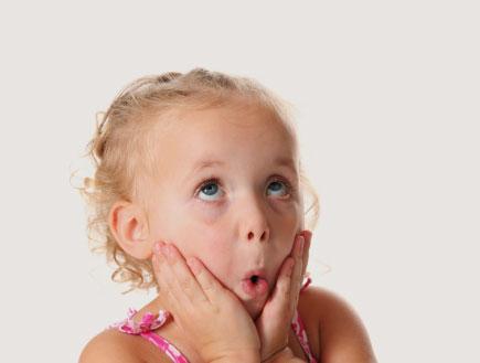 ילדה עושה פרצוף מצחיק- ילדים בפרסומות (צילום: Nina Shannon, Istock)