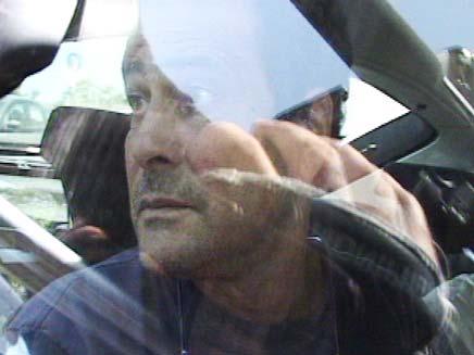 דודו טופז בדרך למעצר באבו כביר (צילום: חדשות 2)