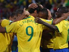 """שחקני ברזיל חוגגים מול ארה""""ב (צילום: Jamie McDonald, GettyImages IL)"""