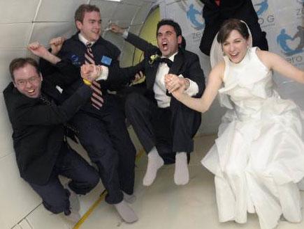 חתונה באוויר (צילום: רויטרס)