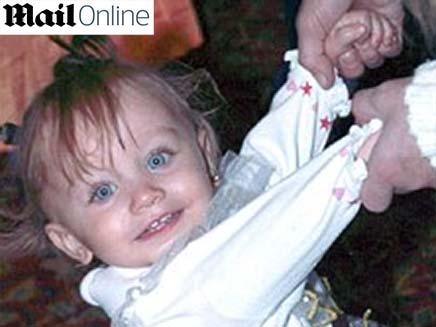 תינוקת שהוכתה למוות על ידי השמרטף בן ה- 15 (צילום: daily mail)