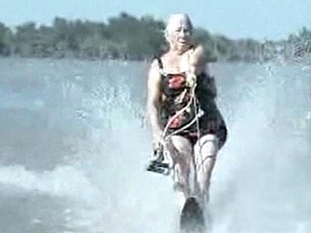 סבתא עושה סקי מים (צילום: חדשות 2)