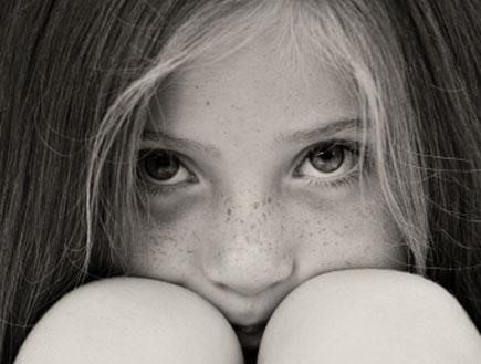 ילדה מפוחדת (צילום: iStock)