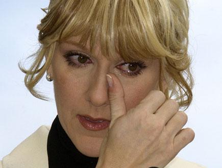 סלין דיון בוכה (צילום: Vince Bucci, GettyImages IL)