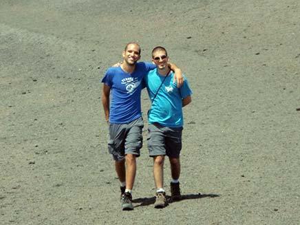איתי אליאס שנרצח בקוסטה ריקה ואחיו (צילום: חדשות 2)