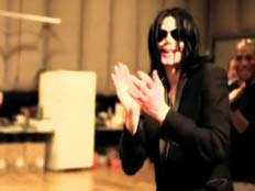 מייקל ג'קסון בחזרתו האחרונה לפני שמת (צילום: חדשות 2)