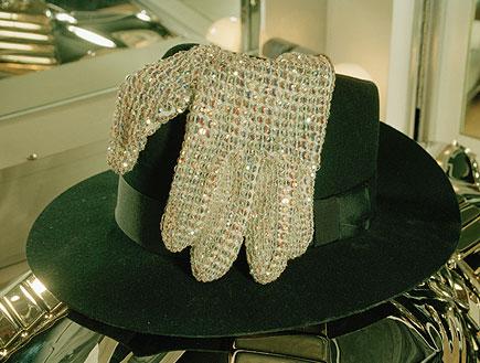 הכפפות הנוצצות של מייקל ג'קסון (צילום: Dave Hogan, GettyImages IL)