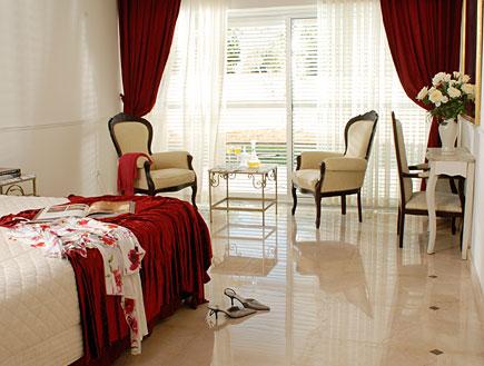 חדר שינה הורים- גלית אבינועם (צילום: אסף הבר)