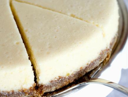 עוגת גבינה עם תחתית ופל (צילום: Inti St. Clair, GettyImages IL)