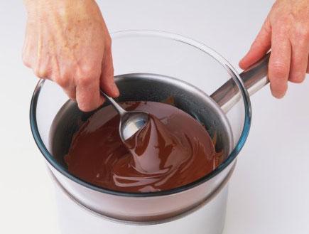 שוקולד נמס בקערה (צילום: Ian O'Leary, GettyImages IL)