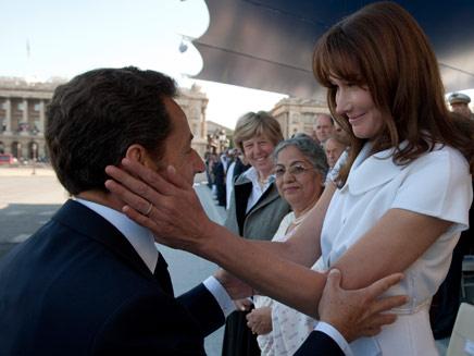 קרלה ברוני סרקוזי יחד עם בעלה נשיא צרפת (צילום: חדשות 2)