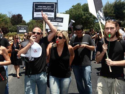 הפגנת ערוץ 10 מול משרד האוצר (צילום: עודד קרני)