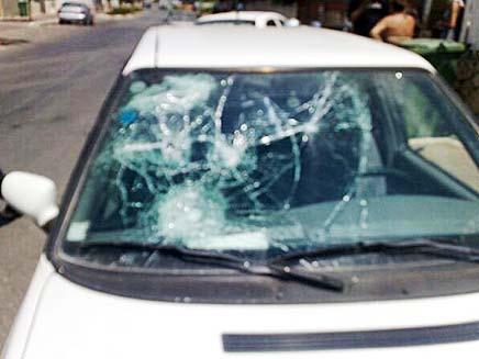רכבו של המותקף מאיר לוי (צילום: גלעד שלמור, חדשות 2)
