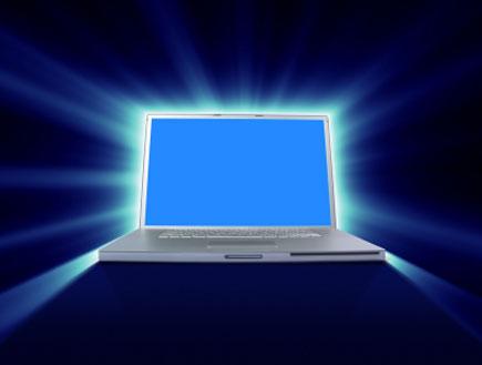 מחשב עם הילה זוהרת (צילום: istockphoto)
