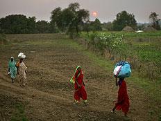 הודיות בשדה (צילום: אימג'בנק/GettyImages, getty images)