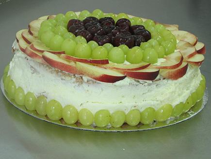טורט וניל עם פירות העונה (צילום: עוגיו.נט)