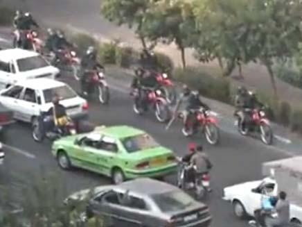 הפגנות בטהרן- שומרים מיוחדים (צילום: חדשות 2)
