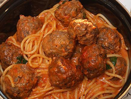 ספגטי כדורי בשר של ספגטים (יח``צ: יעל צור,  יחסי ציבור )
