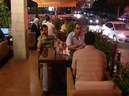 חוגגים בבתי קפה בתל אביב בתשעה באב. ארכיון (צילום: חדשות 2)