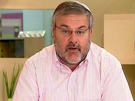 מנחם הורוביץ על המלצרות המעופפת (צילום: חדשות2)