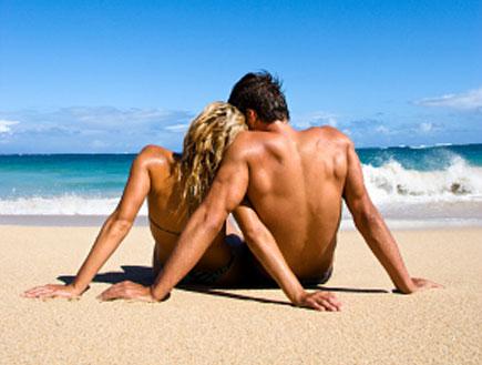 זוג בחופשה בים (צילום: istockphoto)
