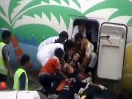 חילוץ הנוסעים מהמטוס שהתרסק בתאילנד (צילום: חדשות 2)