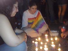 מדליקים נרות לזכר הנרצחים (צילום: יוסי זילברמן)