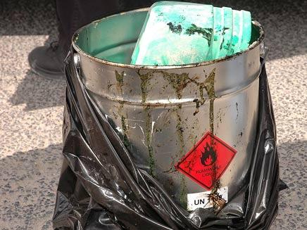דלי חומרים מסוכנים (צילום: דוברות שרותי כבאות והצלה בירושלים)