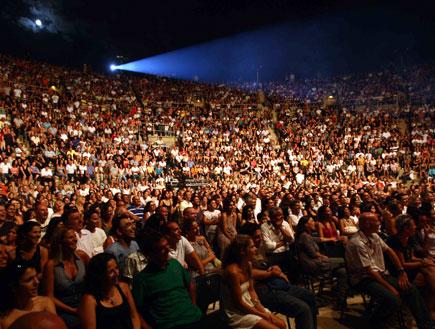 שלומי שבת הופעה קהל 2 (צילום: עודד קרני)