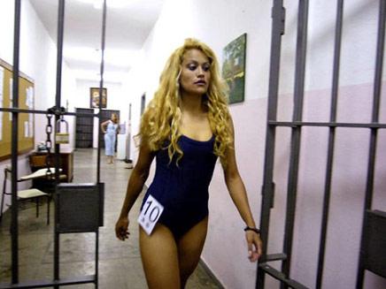 דוגמניות בכלא (צילום: ווב פארק)
