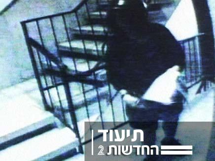 תיעוד, גנב עיתונים (צילום: חדשות 2)