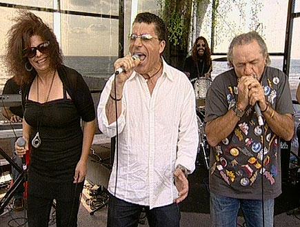 שרי גבי עוזי - שיר 1 (תמונת AVI: ערוץ 24)