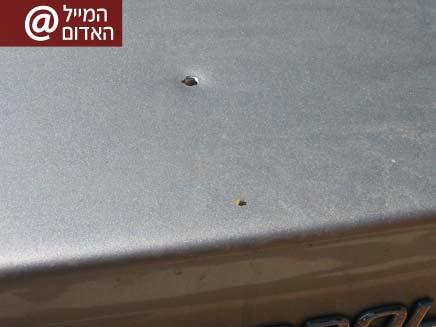 קליע פגע ברכב בישוב קציר (צילום: אסא דן)