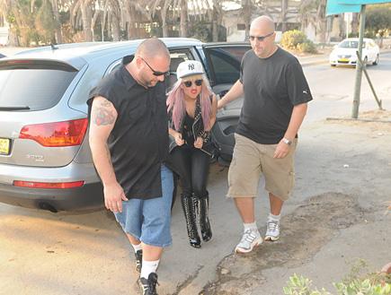 ליידי גאגא אוכלת (צילום: אלעד דיין)