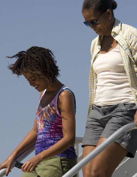 מישל אובמה במכנסיים קצרים (צילום: רויטרס)