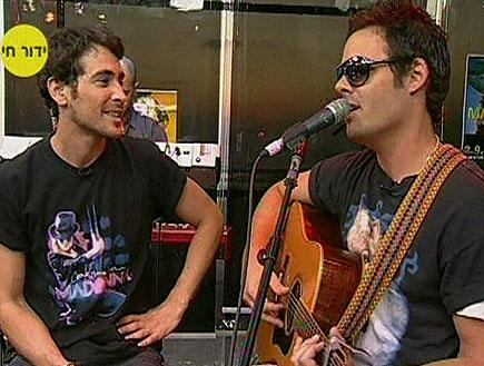 אמיר פיי גוטמן + טייקובר - שיר (תמונת AVI: ערוץ 24)