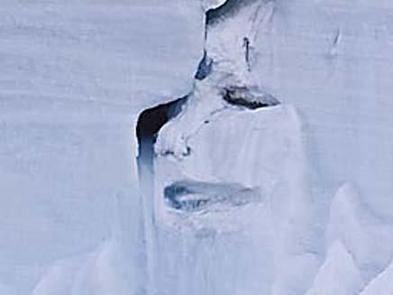 הקרחון הבוכה (צילום: THE SUN)
