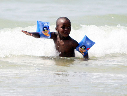 הילדים של מדונה בים