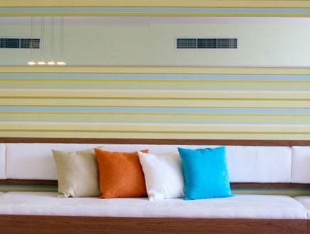 תאורה מעל ספה בסלון- שרית חביב
