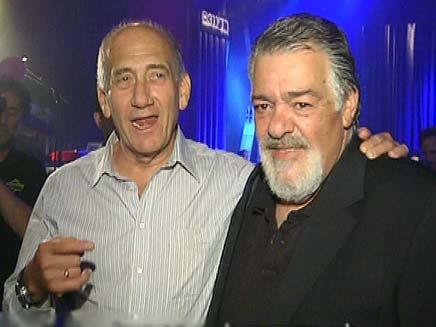 רפי גינת ואהוד אולמט בהופע (צילום: חדשות2)