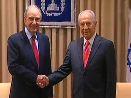 שמעון פרס וג'ורג מיטשל (צילום: חדשות 2)