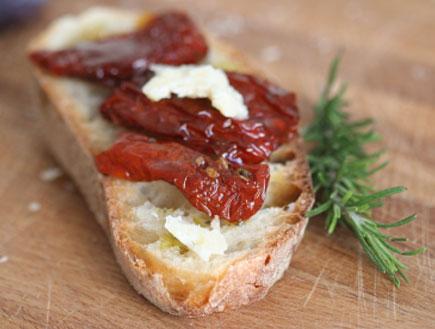 ברוסקטה עם עגבניות (צילום: istockphoto)