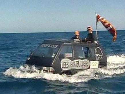 רכב אמפיבי במצרי קוק (צילום: ap)