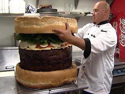 ההמבורגר הגדול בעולם (צילום: הטלגרף)