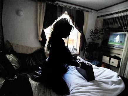 אישה בחדר השינה (צילום: חדשות 2)