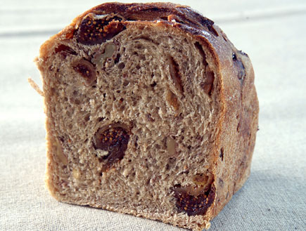 לחם תאנים תמרים ואגוזים של מאפיית לחמים (צילום: דניאל לילה)